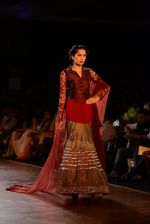 Model walks for Manish Malhotra show at PCJ Delhi Couture Week 2013 on 4th Aug 2013 (209).JPG