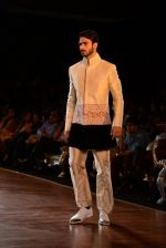 Model walks for Manish Malhotra show at PCJ Delhi Couture Week 2013 on 4th Aug 2013 (237).JPG
