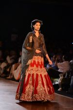 Model walks for Manish Malhotra show at PCJ Delhi Couture Week 2013 on 4th Aug 2013 (250).JPG