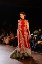 Model walks for Manish Malhotra show at PCJ Delhi Couture Week 2013 on 4th Aug 2013 (259).JPG