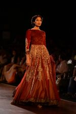 Model walks for Manish Malhotra show at PCJ Delhi Couture Week 2013 on 4th Aug 2013 (233).JPG