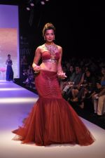Mughda Godse walks for Apala by Sumit for IIJW 2013 in  Mumbai on 4th Aug 2013 (14).JPG