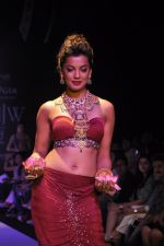Mughda Godse walks for Apala by Sumit for IIJW 2013 in  Mumbai on 4th Aug 2013 (19).JPG