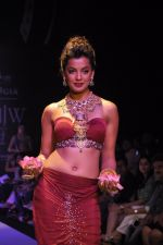 Mughda Godse walks for Apala by Sumit for IIJW 2013 in  Mumbai on 4th Aug 2013 (20).JPG