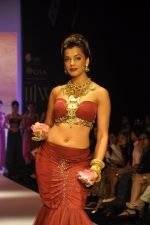 Mughda Godse walks for Apala by Sumit for IIJW 2013 in  Mumbai on 4th Aug 2013 (24).JPG