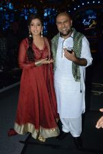 Shreya Ghoshal, Vishal Dadlani on the sets of Indian Idol Junior Eid Special in Mumbai on 4th Aug 2013 (17).JPG