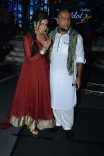 Shreya Ghoshal, Vishal Dadlani on the sets of Indian Idol Junior Eid Special in Mumbai on 4th Aug 2013 (16).JPG
