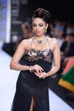 Shobita Dhulipalia walks the ramp for International Gemological Institute on Day 3 of IIJW 2013 on 6th Aug 2013 (46).JPG