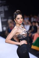 Shobita Dhulipalia walks the ramp for International Gemological Institute on Day 3 of IIJW 2013 on 6th Aug 2013 (48).JPG