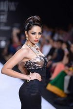 Shobita Dhulipalia walks the ramp for International Gemological Institute on Day 3 of IIJW 2013 on 6th Aug 2013 (49).JPG