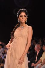 Model walk the ramp for Gia on Day 3 of IIJW 2013 on 6th Aug 2013 (90).JPG