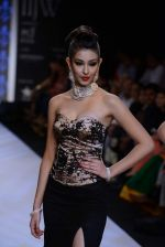 Navneet Kaur Dhillon walks the ramp for International Gemological Institute on Day 3 of IIJW 2013 on 6th Aug 2013 (60).JPG