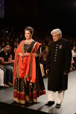 Shabana Azmi, Javed Akhtar walk the ramp for Golecha Jewels on Day 3 of IIJW 2013 on 6th Aug 2013 (60).JPG