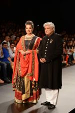 Shabana Azmi, Javed Akhtar walk the ramp for Golecha Jewels on Day 3 of IIJW 2013 on 6th Aug 2013 (67).JPG