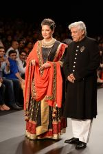 Shabana Azmi, Javed Akhtar walk the ramp for Golecha Jewels on Day 3 of IIJW 2013 on 6th Aug 2013 (69).JPG