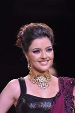 Kristina Akheeva walks the ramp for D.Navinchandra on Day 4 of IIJW 2013 on 7th Aug 2013 (2).JPG