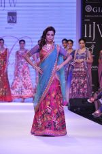 Madhura Naik walk the ramp for Prisha Jewels on Day 4 of IIJW 2013 on 7th Aug 2013 (8).JPG