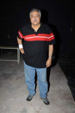 Satish Shah at Photo shoot with the cast of Club 60 in Filmistan, Mumbai on 7th Aug 2013 (4).JPG