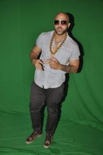 Apache Indian shoots with Raghav for new video in Malad, Mumbai on 10th Aug 2013 (54).JPG