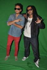 Apache Indian shoots with Raghav for new video in Malad, Mumbai on 10th Aug 2013 (57).JPG