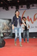Nargis Fakhri at NM College_s Umang Fest in Vile Parle, Mumbai on 16th Aug 2013 (47).JPG
