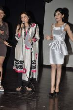 Amrita Rao, Archana Kocchar at NM College Umang fest in Mumbai on 17th Aug 2013 (10).JPG