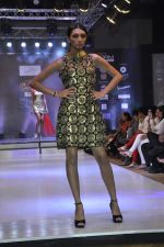 Model walk the ramp for Mumtaz Khan at the Signature Premier Pune Style Week 2013 on 19th Aug 2013 (20).JPG