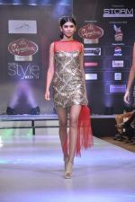 Model walk the ramp for Mumtaz Khan at the Signature Premier Pune Style Week 2013 on 19th Aug 2013 (21).JPG