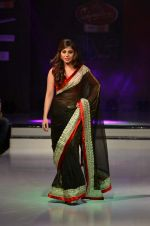 Model walk the ramp for Nitya Singh at the Signature Premier Pune Style Week 2013 on 19th Aug 2013 (16).JPG