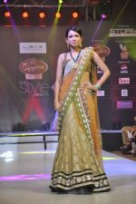 Model walk the ramp for Riyaz Gangji at the Signature Premier Pune Style Week 2013 on 19th Aug 2013 (10).JPG