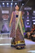 Model walk the ramp for Riyaz Gangji at the Signature Premier Pune Style Week 2013 on 19th Aug 2013 (12).JPG