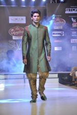 Model walk the ramp for Riyaz Gangji at the Signature Premier Pune Style Week 2013 on 19th Aug 2013 (14).JPG