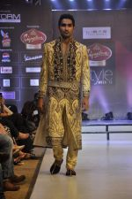 Model walk the ramp for Riyaz Gangji at the Signature Premier Pune Style Week 2013 on 19th Aug 2013 (15).JPG