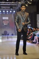 Model walk the ramp for Riyaz Gangji at the Signature Premier Pune Style Week 2013 on 19th Aug 2013 (3).JPG