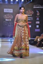 Model walk the ramp for Riyaz Gangji at the Signature Premier Pune Style Week 2013 on 19th Aug 2013 (7).JPG