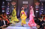 Model walk the ramp for Seema Singh at the Signature Premier Pune Style Week 2013 on 19th Aug 2013 (5).JPG