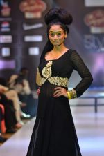 Model walk the ramp for Seema Singh at the Signature Premier Pune Style Week 2013 on 19th Aug 2013 (18).JPG