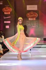 Model walk the ramp for Seema Singh at the Signature Premier Pune Style Week 2013 on 19th Aug 2013 (2).JPG