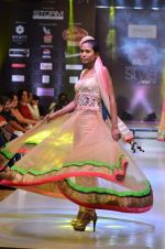 Model walk the ramp for Seema Singh at the Signature Premier Pune Style Week 2013 on 19th Aug 2013 (7).JPG