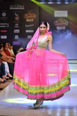 Model walk the ramp for Seema Singh at the Signature Premier Pune Style Week 2013 on 19th Aug 2013 (9).JPG