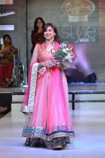 Model walk the ramp for Women_s Achievers Award at the Signature Premier Pune Style Week 2013 on 19th Aug 2013 (13).JPG