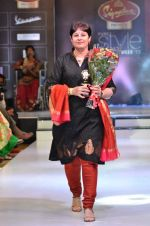 Model walk the ramp for Women_s Achievers Award at the Signature Premier Pune Style Week 2013 on 19th Aug 2013 (11).JPG