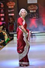 Model walk the ramp for Women_s Achievers Award at the Signature Premier Pune Style Week 2013 on 19th Aug 2013 (6).JPG