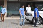 Salman Khan snapped with family in Mumbai on 20th Aug 2013 (39).JPG