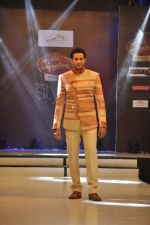 Zulfi Syed walk the ramp for Mumtaz Khan at the Signature Premier Pune Style Week 2013 on 19th Aug 2013 (2).JPG