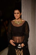 Kajol walk the ramp for Manish Malhotra_s show at LFW 2013 in Grand Haytt, Mumbai on 22nd Aug 2013 (74).JPG