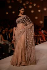 Model walk the ramp for Manish Malhotra_s show at LFW 2013 in Grand Haytt, Mumbai on 22nd Aug 2013 (147).JPG