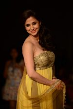 Urmila Matondkar walk the ramp for Manish Malhotra_s show at LFW 2013 in Grand Haytt, Mumbai on 22nd Aug 2013 (92).JPG