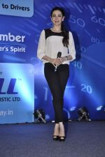 Karisma Kapoor at Driver_s Day event in Trident, Mumbai on 23rd Aug 2013 (22).JPG
