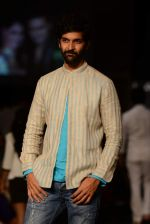 Purab Kohli  walk the ramp for Anita Dongre show at LFW 2013 Day 1 in Grand Haytt, Mumbai on 23rd Aug 2013 (23).JPG